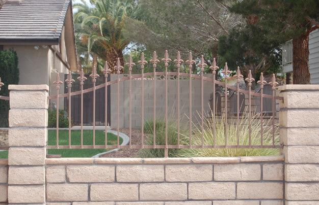 Kovácsoltvas kerítésminta