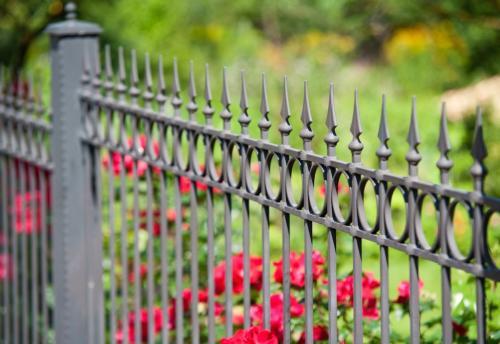 kovácsoltvas kerítés kertbe
